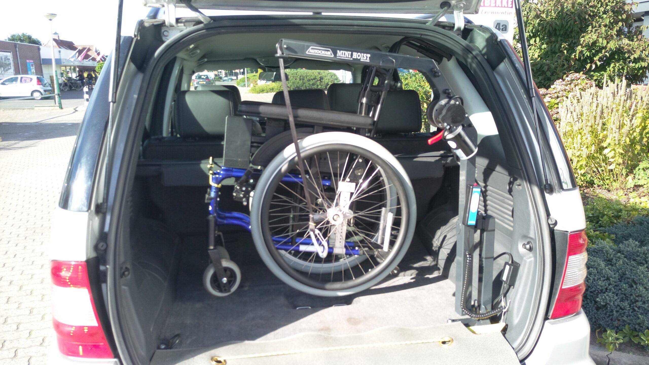 Kofferbaklift rolstoel